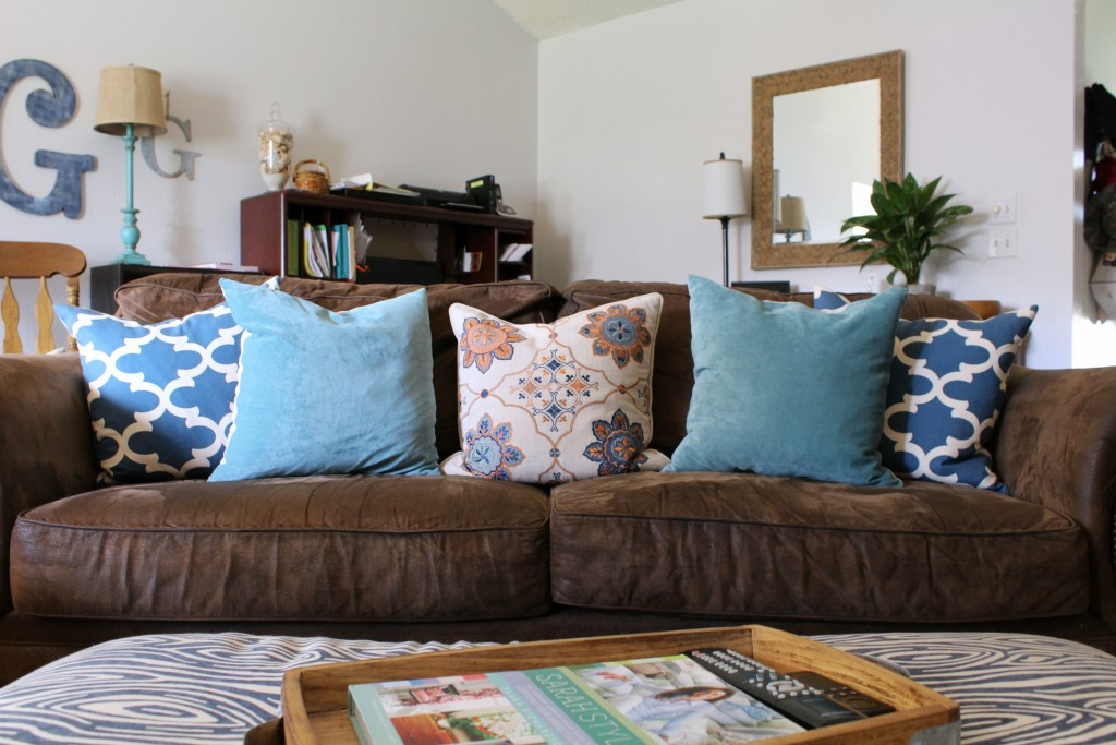 blue-and-orange-pillows-for-fall