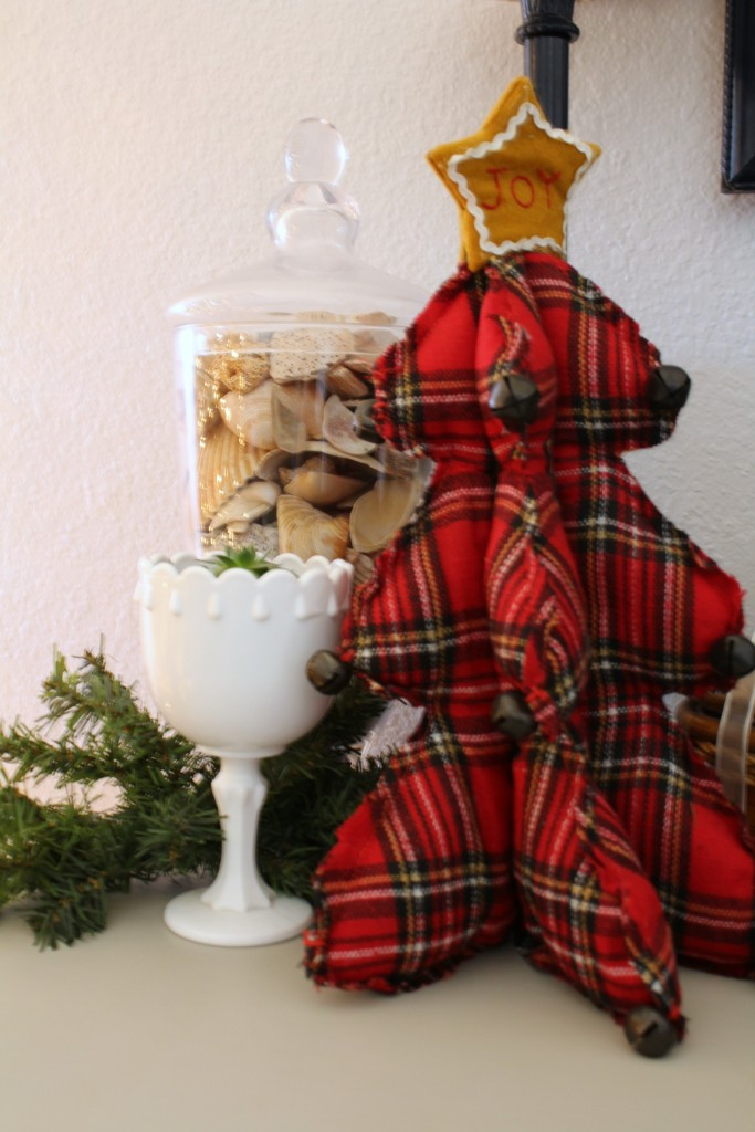 cute plaid Christmas tree vignette