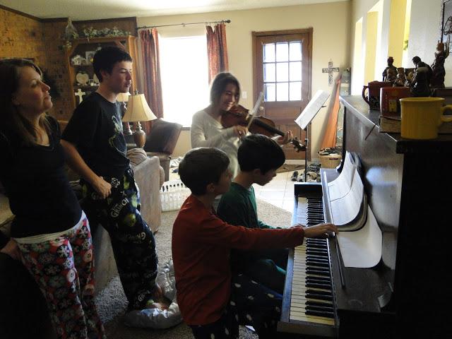 singing-christmas-carols-around-the-piano