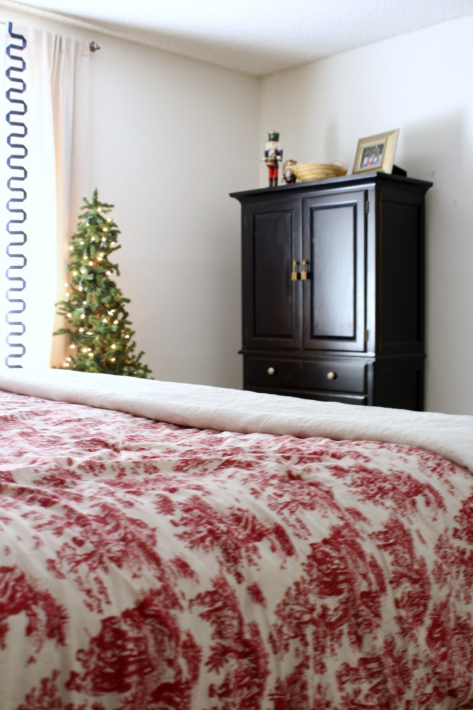 Christmas in the bedroom - home tour at frazzled JOY
