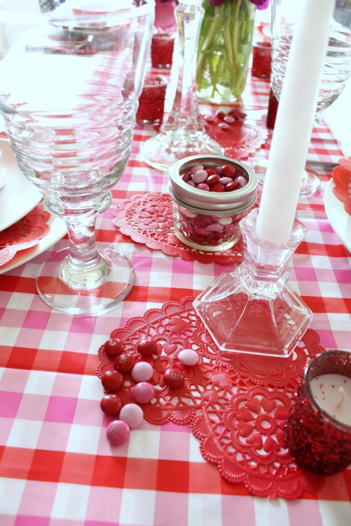 Red and pink Valentine's Day table