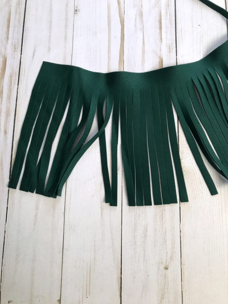 Fringe suede to make tassel