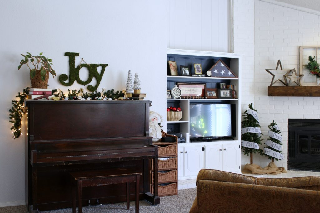 Family room Christmas at frazzled JOY