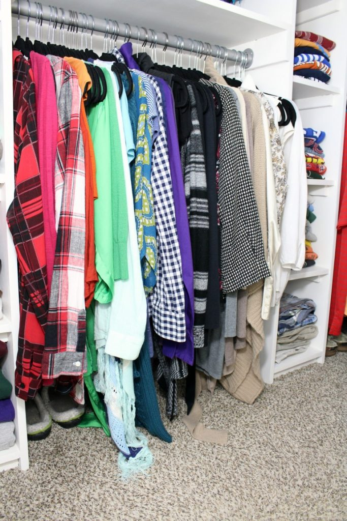 Hanging clothes by color is a great way to keep organized!