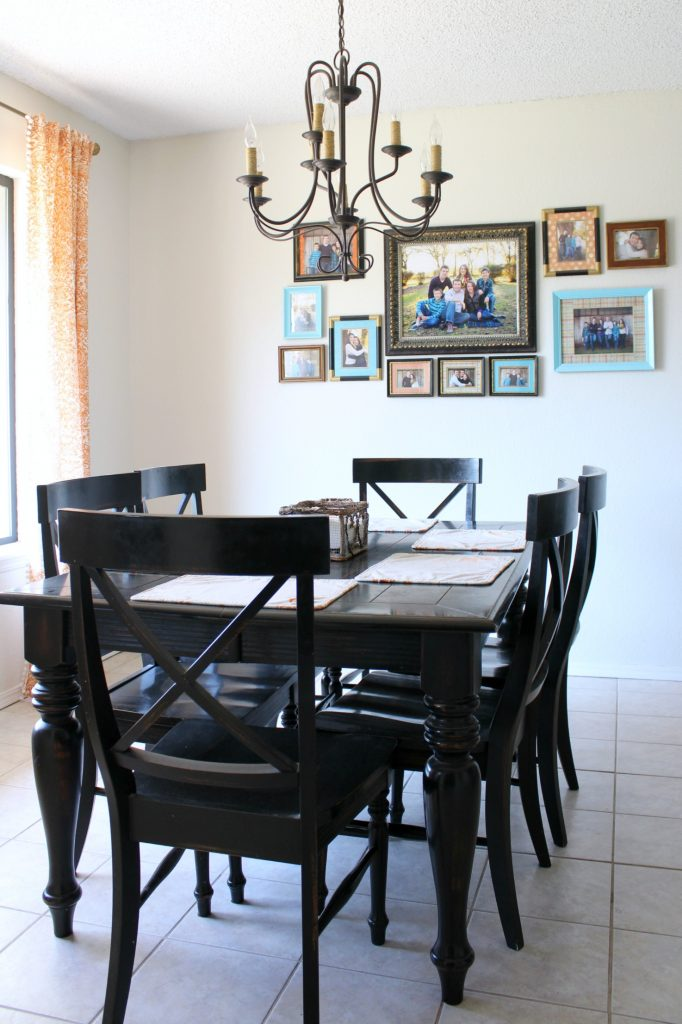 Breakfast nook with black table