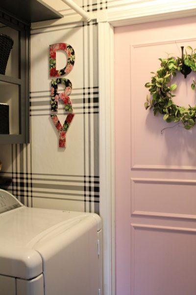 Modern farmhouse laundry room update