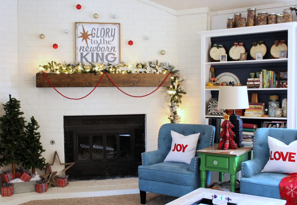 Cozy Family Room Christmas decor