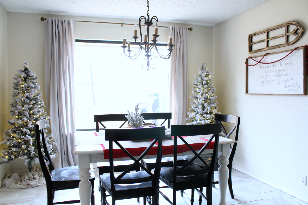 Simple and cozy dining room Christmas decor