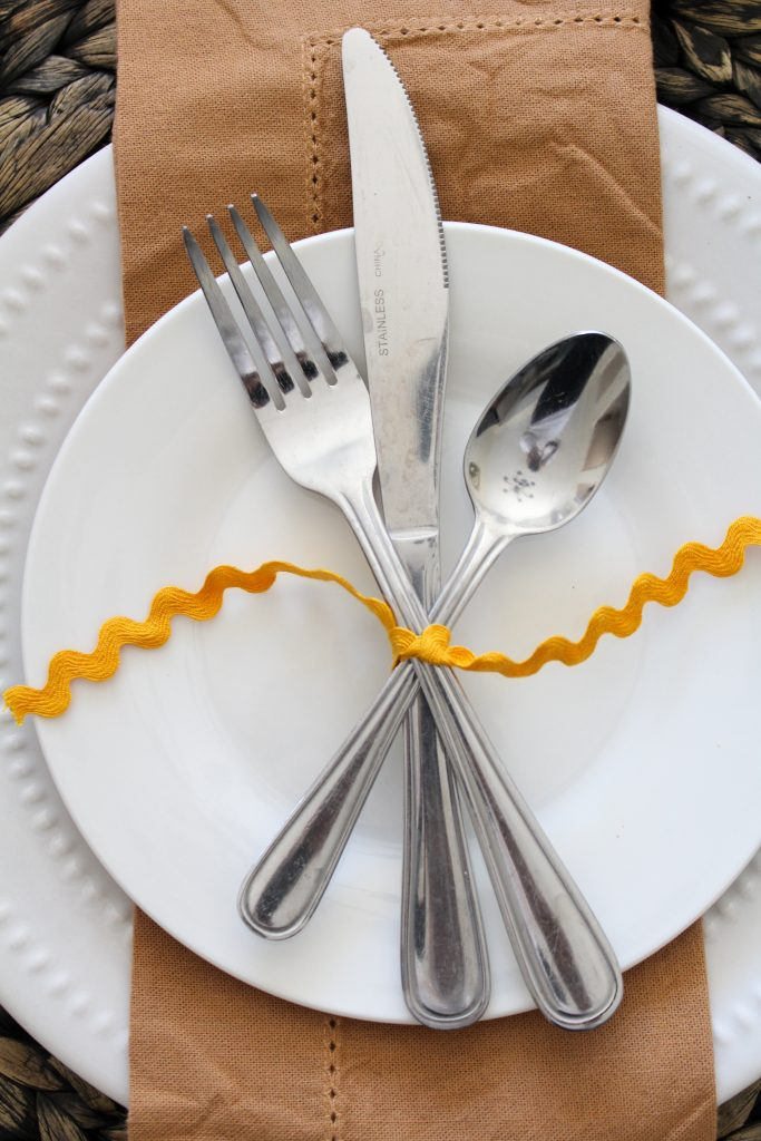 Simple Thanksgiving Table Place Setting