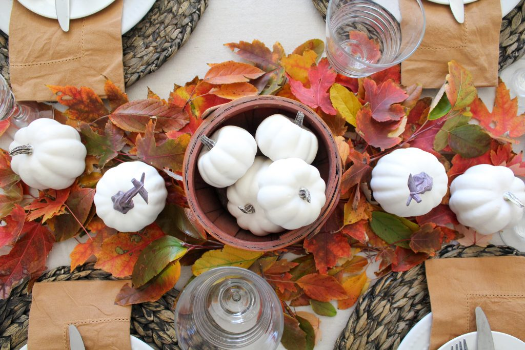 Simple Thanksgiving Table Centerpiece