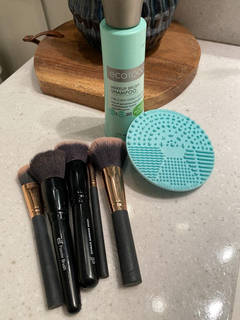 Make-up brush cleaning tools